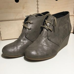 Toms Size 7.5 Faux Suede Ankle Boots